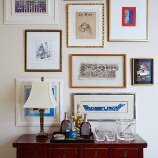 Foto de bar en casa mediterráneo con armarios tipo mueble, puertas de armario de madera en tonos medios, encimera de madera y encimeras marrones