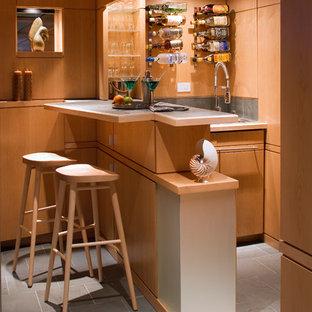 Immagine di un piccolo angolo bar minimalista con pavimento in ardesia e pavimento verde