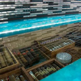 Esempio di un piccolo armadio bar stile marinaro con ante in legno bruno