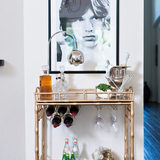 ヒューストンの小さいトランジショナルスタイルのおしゃれなバーカート (家具調キャビネット、濃色無垢フローリング) の写真