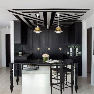 Cette photo montre un bar de salon tendance de taille moyenne avec un sol en bois clair et un sol beige.
