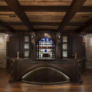 デトロイトの大きいおしゃれな着席型バー (一体型シンク、家具調キャビネット、茶色いキャビネット、木材カウンター、茶色いキッチンパネル、木材のキッチンパネル、茶色いキッチンカウンター) の写真