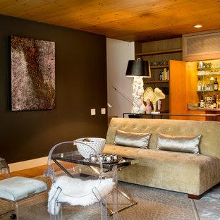 シカゴの中くらいのミッドセンチュリースタイルのおしゃれなウェット バー (I型、シンクなし、オープンシェルフ、オレンジのキャビネット、ステンレスカウンター、淡色無垢フローリング、茶色い床) の写真