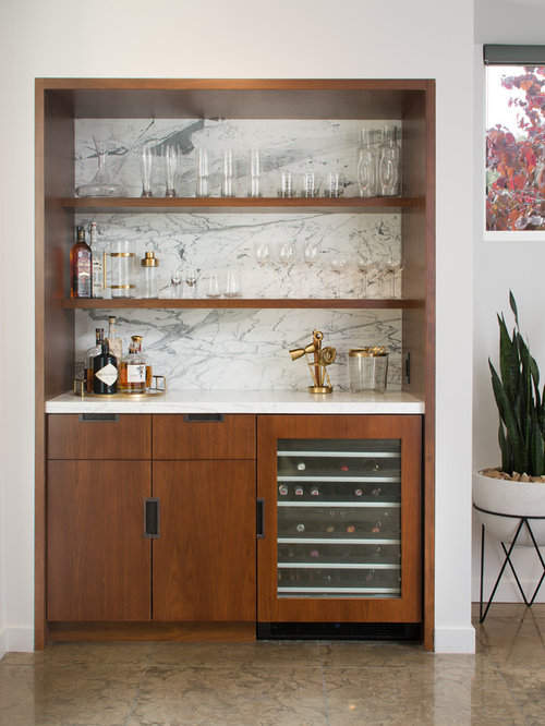 Example Of A Trendy Home Bar Design In San Diego
