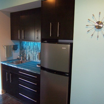 Modern Wet Bar in Lakeside Park, KY