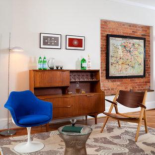 ワシントンD.C.の小さいミッドセンチュリースタイルのおしゃれなバーカート (I型、家具調キャビネット、中間色木目調キャビネット、木材カウンター、無垢フローリング) の写真