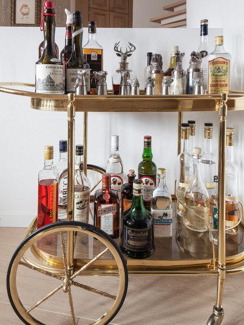 bar de salon industriel avec un chariot mini bar photos et id es d co de bars de salon. Black Bedroom Furniture Sets. Home Design Ideas