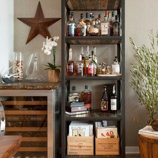 Immagine di un carrello bar chic con nessun lavello, nessun'anta e pavimento in legno massello medio