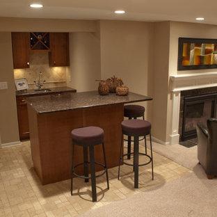 ミネアポリスの中くらいのコンテンポラリースタイルのおしゃれなウェット バー (ll型、アンダーカウンターシンク、家具調キャビネット、濃色木目調キャビネット、御影石カウンター、ベージュキッチンパネル、セラミックタイルのキッチンパネル、セラミックタイルの床、ベージュの床) の写真