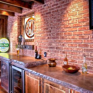 Esempio di un angolo bar stile rurale