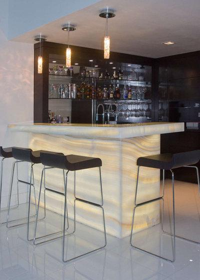 コンテンポラリー ホームバー by Umber Architecture, LLC