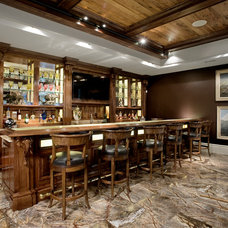 Traditional Home Bar by Avanti Marble & Granite Inc.