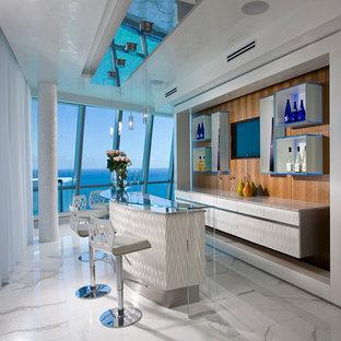 マイアミの広いコンテンポラリースタイルのおしゃれな着席型バー (ll型、シンクなし、白いキャビネット、白い床、フラットパネル扉のキャビネット) の写真