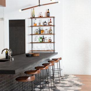 Ispirazione per un armadio bar contemporaneo con top in cemento e pavimento multicolore