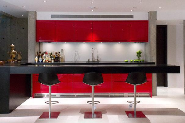 Contemporary Home Bar by Inform Interiors