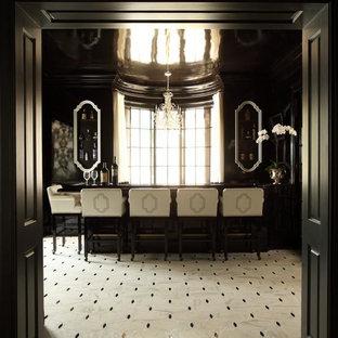 ナッシュビルの広いヴィクトリアン調のおしゃれな着席型バー (I型、木材カウンター、セラミックタイルの床、白い床) の写真