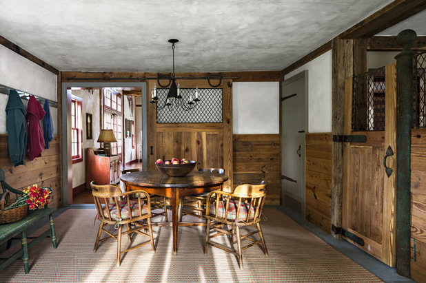 Farmhouse Home Bar by Haver & Skolnick LLC Architects