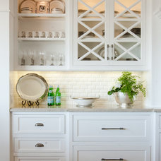 Beach Style Kitchen by Jodi Fleming / Fleming Distinctive Homes