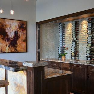 Esempio di un grande bancone bar chic con lavello sottopiano, ante con riquadro incassato, ante in legno bruno, paraspruzzi beige e top multicolore