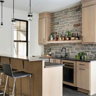 ミネアポリスの北欧スタイルのおしゃれなホームバーの写真