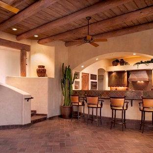 フェニックスの中くらいのコンテンポラリースタイルのおしゃれなホームバー (レンガの床) の写真