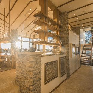 タンパの広いミッドセンチュリースタイルのおしゃれなホームバー (L型、アンダーカウンターシンク、フラットパネル扉のキャビネット、中間色木目調キャビネット、木材カウンター、ライムストーンの床) の写真