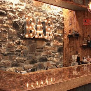 フィラデルフィアの中くらいのラスティックスタイルのおしゃれなウェット バー (L型、木材カウンター、ベージュキッチンパネル、ライムストーンのキッチンパネル、茶色いキッチンカウンター) の写真