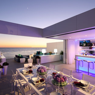 Photo of a contemporary home bar in Los Angeles.