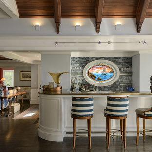 ボストンの巨大なビーチスタイルのおしゃれな着席型バー (濃色無垢フローリング、アンダーカウンターシンク、白いキャビネット、大理石カウンター、青いキッチンパネル、ガラスタイルのキッチンパネル) の写真