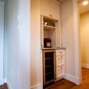 ボルチモアの小さいトラディショナルスタイルのおしゃれなホームバーの写真