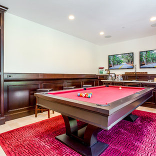 オレンジカウンティの地中海スタイルのおしゃれなウェット バー (I型、濃色木目調キャビネット、茶色いキッチンパネル、木材のキッチンパネル、ベージュの床、ベージュのキッチンカウンター) の写真
