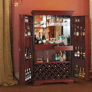 サンフランシスコの小さいトラディショナルスタイルのおしゃれなホームバー (家具調キャビネット、濃色木目調キャビネット、I型、シンクなし、木材カウンター、ミラータイルのキッチンパネル) の写真