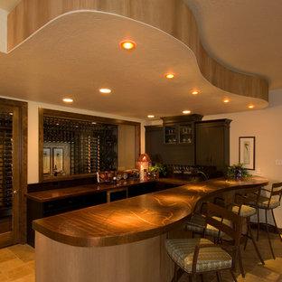 デンバーの広いコンテンポラリースタイルのおしゃれな着席型バー (コの字型、アンダーカウンターシンク、フラットパネル扉のキャビネット、濃色木目調キャビネット、銅製カウンター、トラバーチンの床、茶色い床) の写真