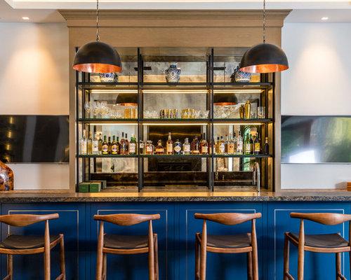 Bar de salon contemporain avec des portes de placard for Grand placard salon