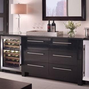 Esempio di un piccolo angolo bar con lavandino moderno con ante lisce, ante nere, top in superficie solida, pavimento in gres porcellanato e pavimento grigio