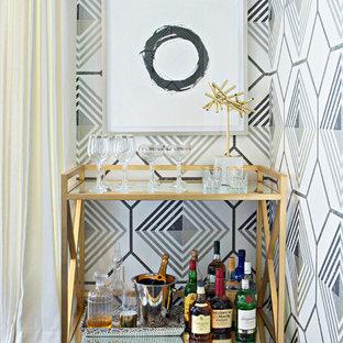 ヒューストンの小さいコンテンポラリースタイルのおしゃれなバーカート (家具調キャビネット、濃色無垢フローリング) の写真