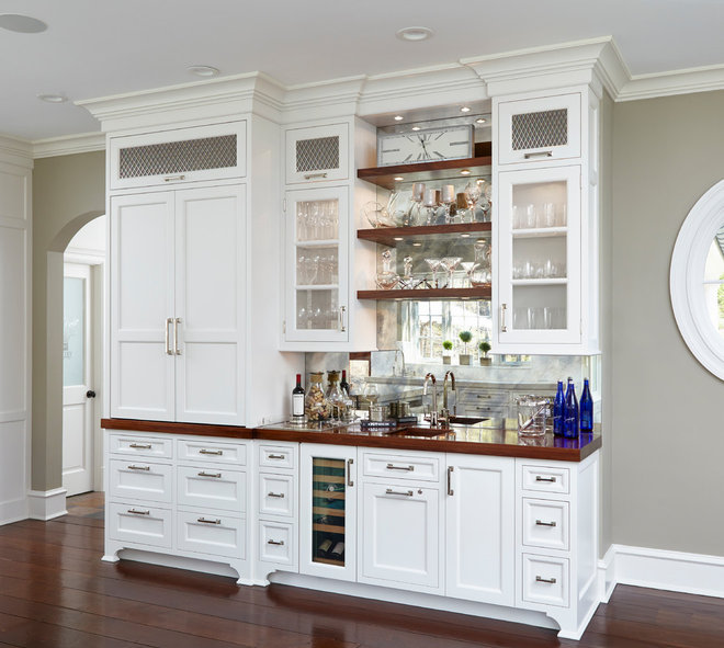 Traditional Home Bar by DEANE Inc | Rooms Everlasting