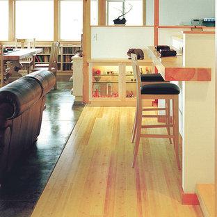 Réalisation d'un bar de salon nordique de taille moyenne avec un sol en bambou.
