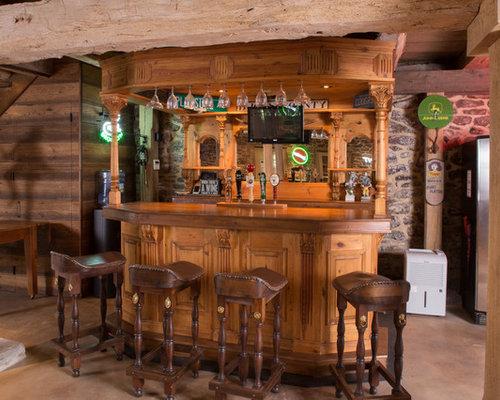 Angolo bar in campagna con pavimento in cemento foto for Ristrutturare bancone bar
