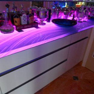 Inspiration for a large modern single-wall home bar in Miami with flat-panel cabinets, white cabinets and mirror splashback.