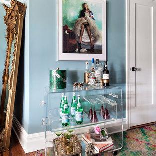 ニューヨークの小さいエクレクティックスタイルのおしゃれなバーカート (濃色無垢フローリング、茶色い床) の写真
