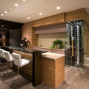 フェニックスの巨大なコンテンポラリースタイルのおしゃれなホームバー (濃色無垢フローリング) の写真