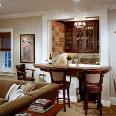 Traditional Home Bar by Significant Homes LLC