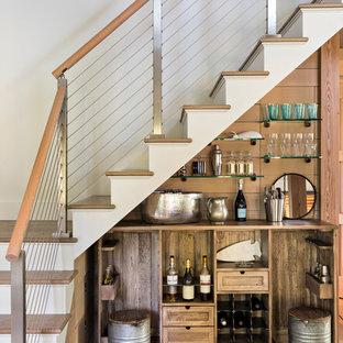 Ispirazione per un piccolo angolo bar rustico con nessun lavello, nessun'anta, top in legno e parquet chiaro