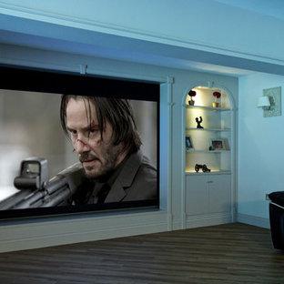 Ispirazione per un home theatre di medie dimensioni e chiuso con schermo di proiezione