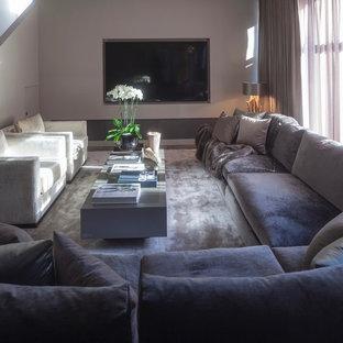 Großes, Offenes Modernes Heimkino mit grauer Wandfarbe, Keramikboden und Leinwand in West Midlands