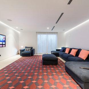 Foto de cine en casa cerrado, moderno, grande, con paredes blancas y televisor colgado en la pared