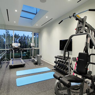 Inspiration for a modern home gym remodel in Los Angeles
