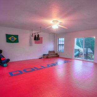 Immagine di una palestra in casa classica