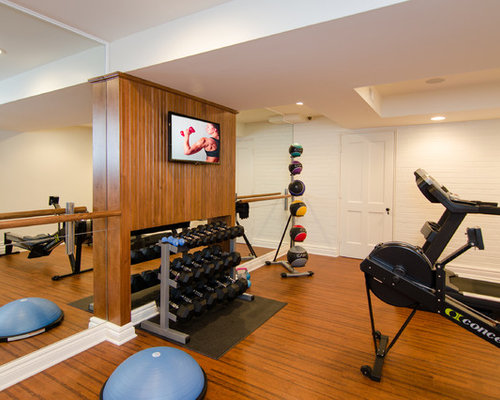 salle de sport avec un sol en li ge et un mur blanc photos et id es d co de salles de sport. Black Bedroom Furniture Sets. Home Design Ideas